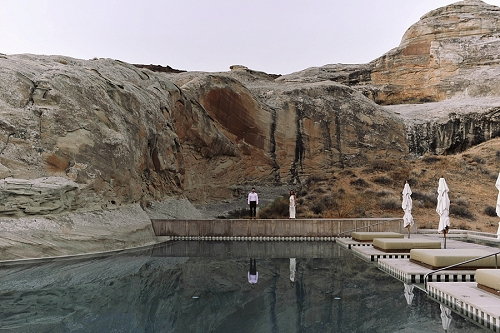 Couple standing poolside at amangiri resort in Utah desert
