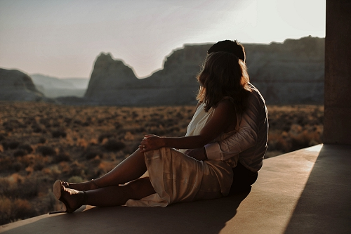 Amangiri sunrise session with couple in desert