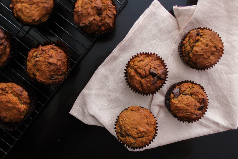 ALMOND BUTTER AND BANANA CHOC CHUNK MUFFINS | vegan, dairy free, gluten free, egg free, healthy, easy, plant based, refined sugar free, recoveringraw.com, recovering raw