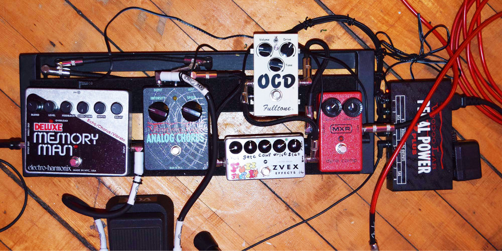 Old-School = Bulky + Limited Tonality - Bulky effects pedals limit sonic flexibility for jamming guitarists.