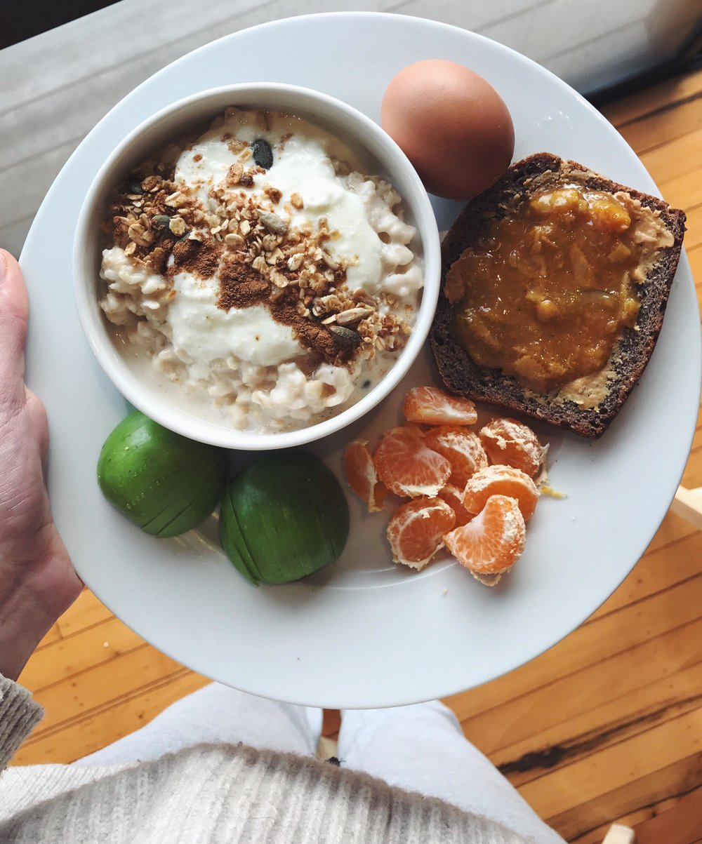 Mana's typical winter breakfast was served buffet style - warm oats topped with yoghurt, toast with spread, boiled eggs and fresh fruit