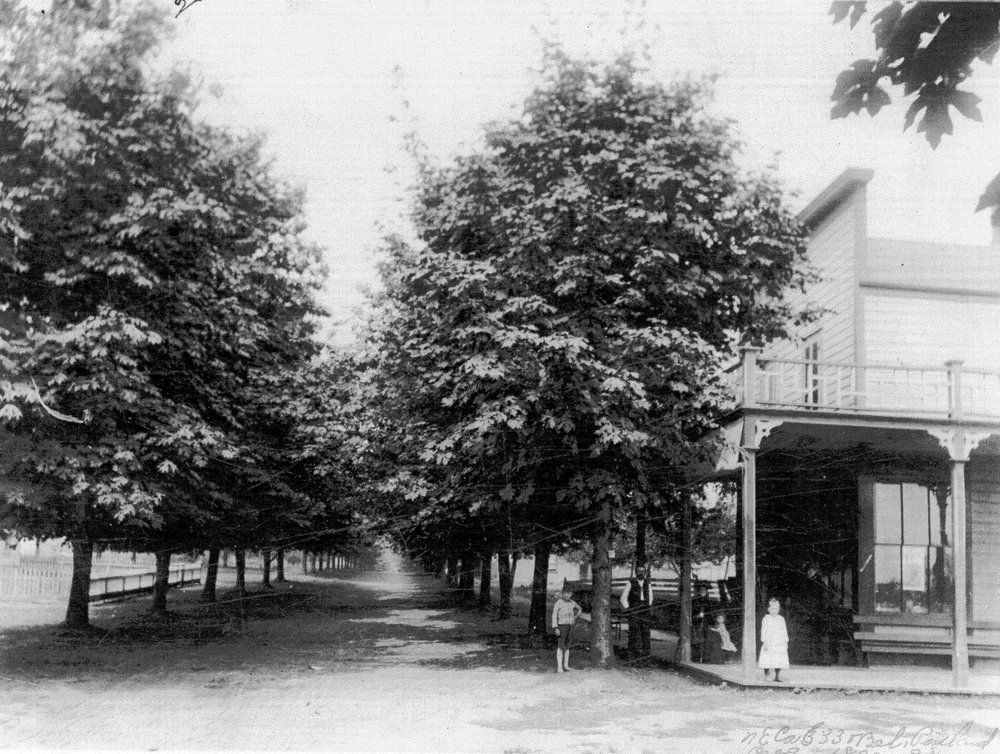 Intersection of 33rd & Belmont in 1889-1890, looking down Belmont towards downtown. Photo: Oregon Historical Society.