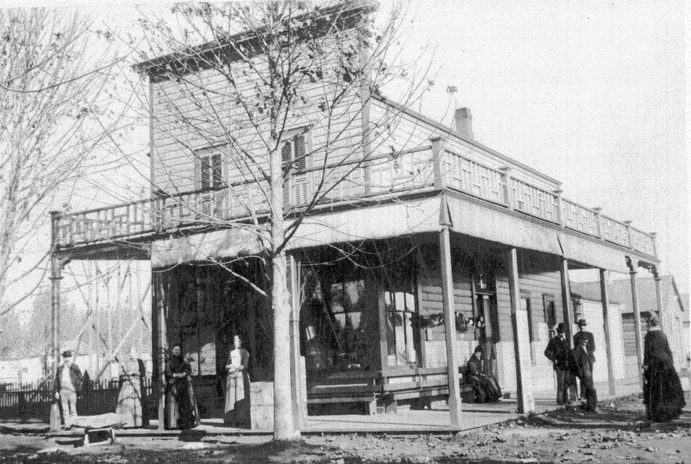 Conrad Green Grocery Store at the northeast corner of 33rd & Belmont in the Fall of 1889.  Photo: Oregon Historical Society.