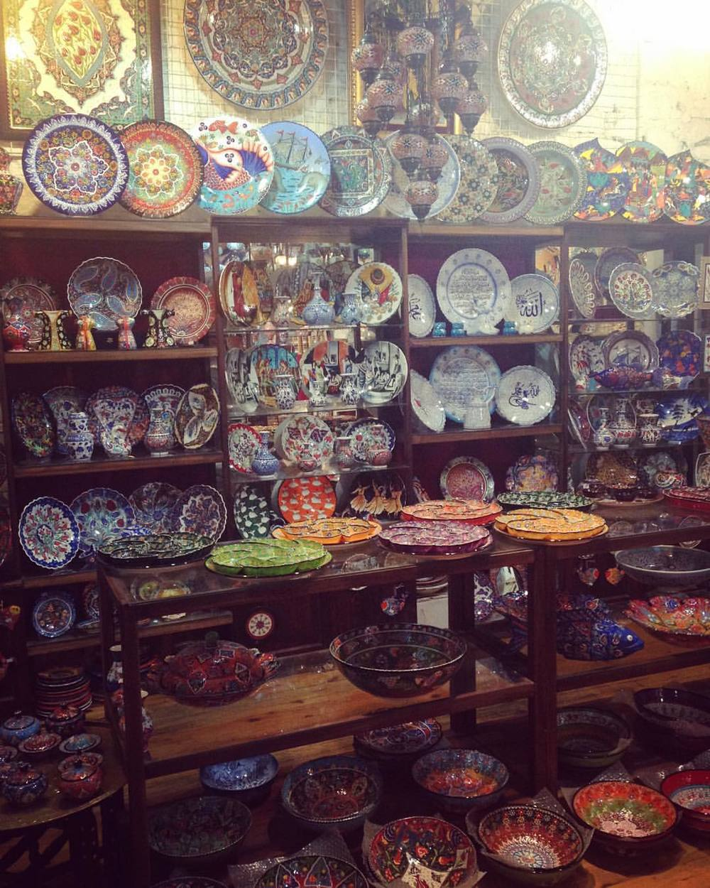 Thank god my bag is already full and giving me backpain 🎒👜or I would be taking all of these #Turkish #Ceramics home with me 🙆🏼✨🇹🇷  💠🙈💎🔮💠🙈💎🔮