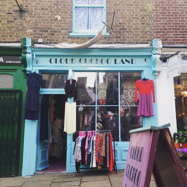 Vintage semi window shopping, Angel Islington, London 🎀🇬🇧👛