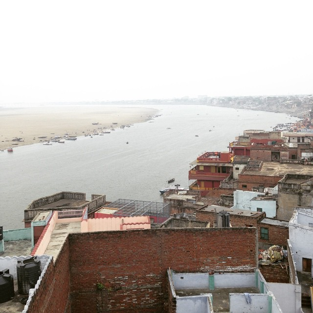 Breakfast with a view of the #Ganga #Varanasi #IncredibleIndia 🙏🏾🌌👌🏾