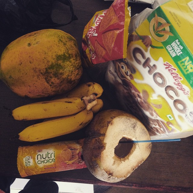 Breaky shopping in #incredibleindia from the local market 🍌🍊 🙏👌