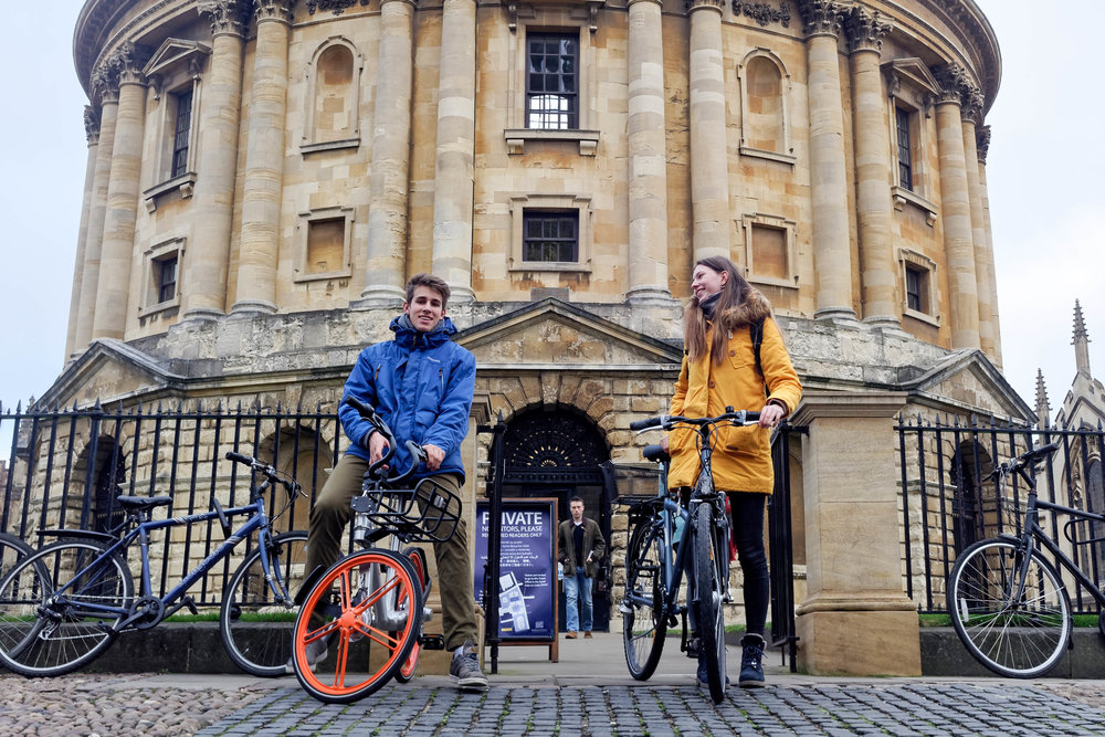 Pausing in front of the Radcliffe Camera, one of the Bodleian Libraries belonging to the University of Oxford.