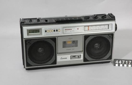 radio-550x355.jpg