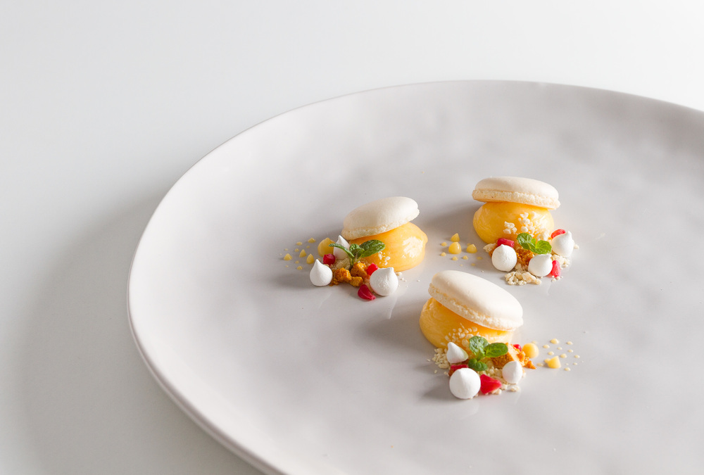 Macaron, lemon curd and white chocolate