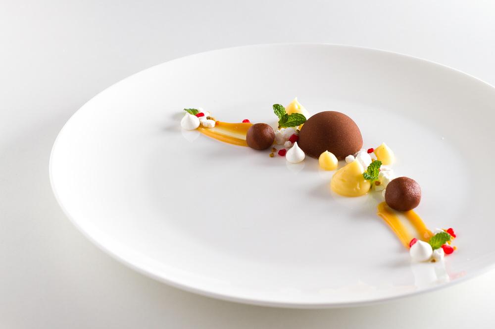 Chocolate fudge, cardamon creme and meringue