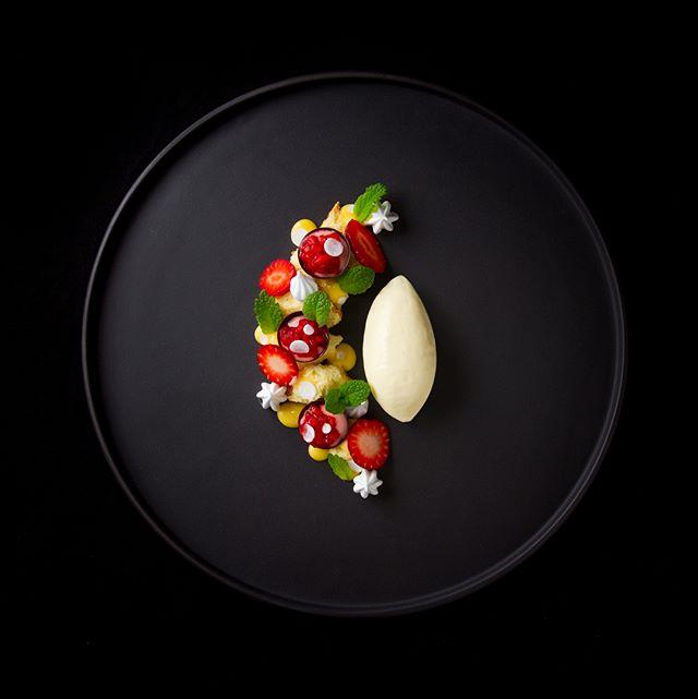 I'm still here! 🤘🏻 🍓🍋🍰🐐 #strawberry #rhubarb #lemon #cottoncake #chèvre