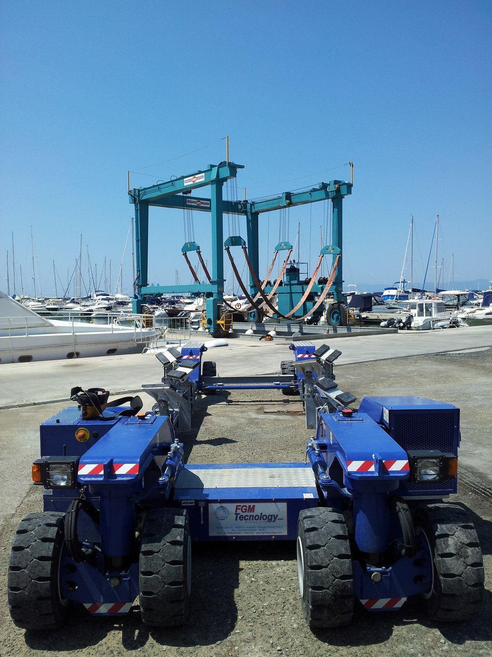 Boatyard trailer and travelift - Marina di Capitana