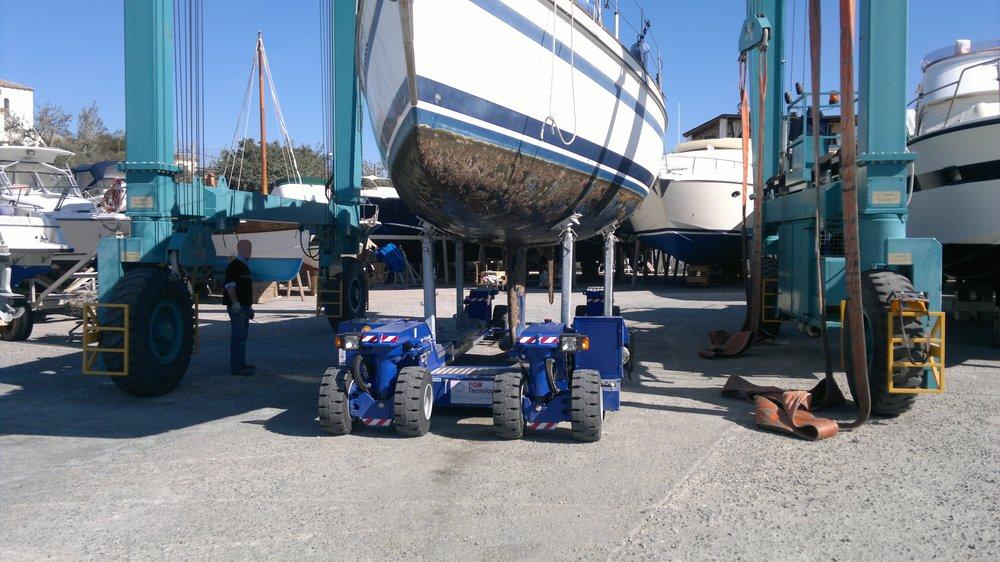 Alaggio e spostamento, travel lift e carrello movimentazione | Cantiere Nautico Marina di Capitana