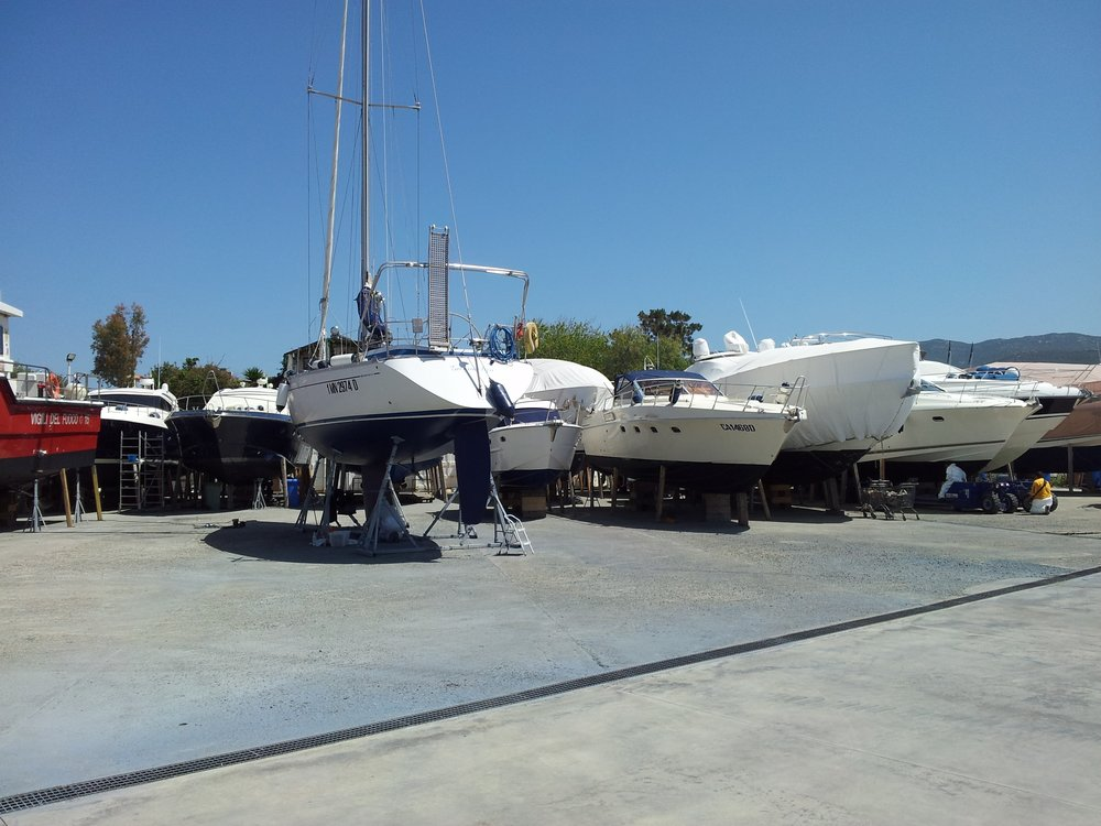 Cantiere Nautico Marina di Capitana - TRAVEL LIFT 40 TON + RIMORCHIO PER MOVIMENTAZIONE 24 TONLAVORI DI CARENAGGIO, RIMESSAGGIO INVERNALE, MOTORISTICA