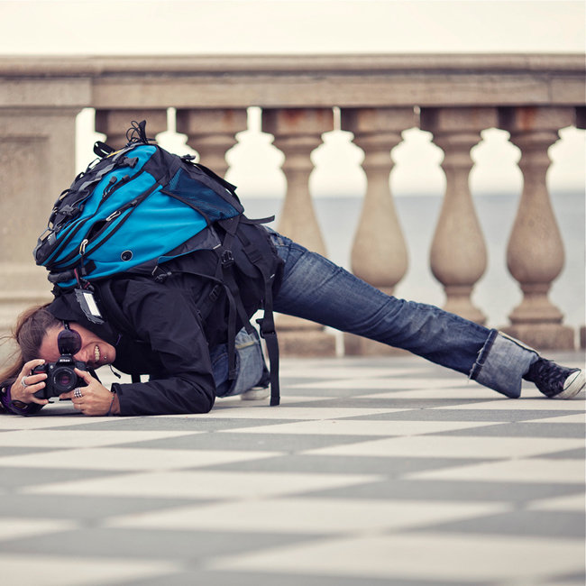 http://photographyheat.com/20-different-poses-of-photography/