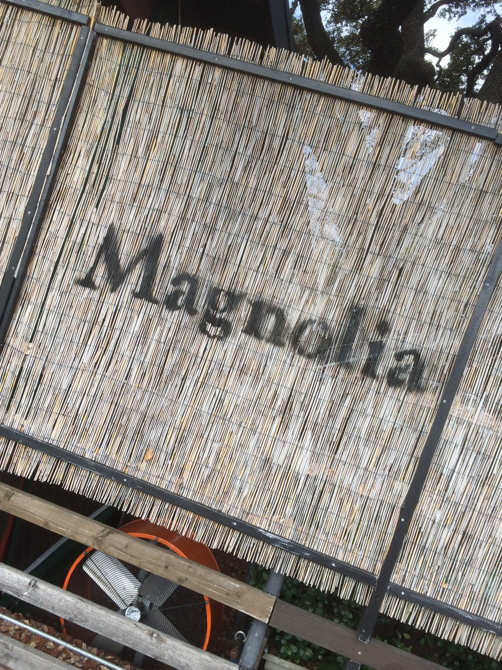 Breakfast: Magnolia Café South, 24-h open diner