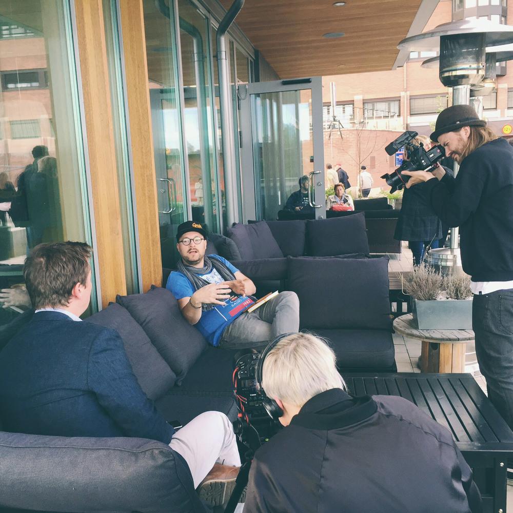 Creative Summit dokumenteras noga, Lars blir intervjuad och filmad av Paulina Holmgren och Cliff Karlsson för den årliga sammanfattningen av eventet.