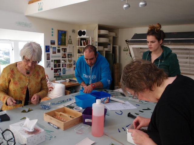 Making glass the 'exchange' element of a conversation on community art