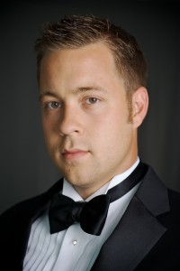 Derek Chester,  tenor,  ( Evangelist)