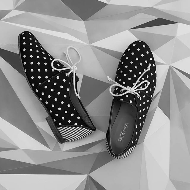 It's #Monday again! Treat your feet to ease yourself into the week - for today only on our online boutique we have our LAX lace ups for a special price of just £50 - choose from black and white polka dot or red polka dot 👌🏾 #BrightenUpYourDay #BuyShoes #TheyBringHappiness #Shoelover #Shoestagram #TreatYourself #ShoeGame #SOTD #Monochrome #Polkadots #Spots #Stripes #MustHave #ShoeInspo ❤️
