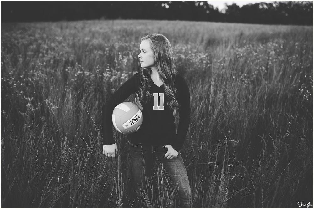 St-Cloud-Minnesota-Photographer-Senior-Munsinger-Gardens-Volleyball