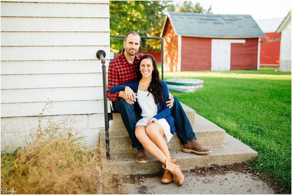 hamburg-st-cloud-minnesota-farm-barn-engagement-cornfield