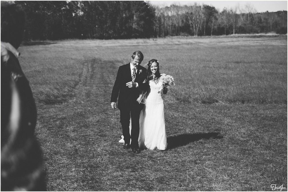 osakis-alexandria-st-cloud-minnesota-fall-outdoor-field-wedding-barn