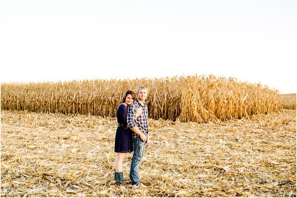 clearwater-annandale-st-cloud-minnesota-engagement-wedding-photographer-fall-horse-field
