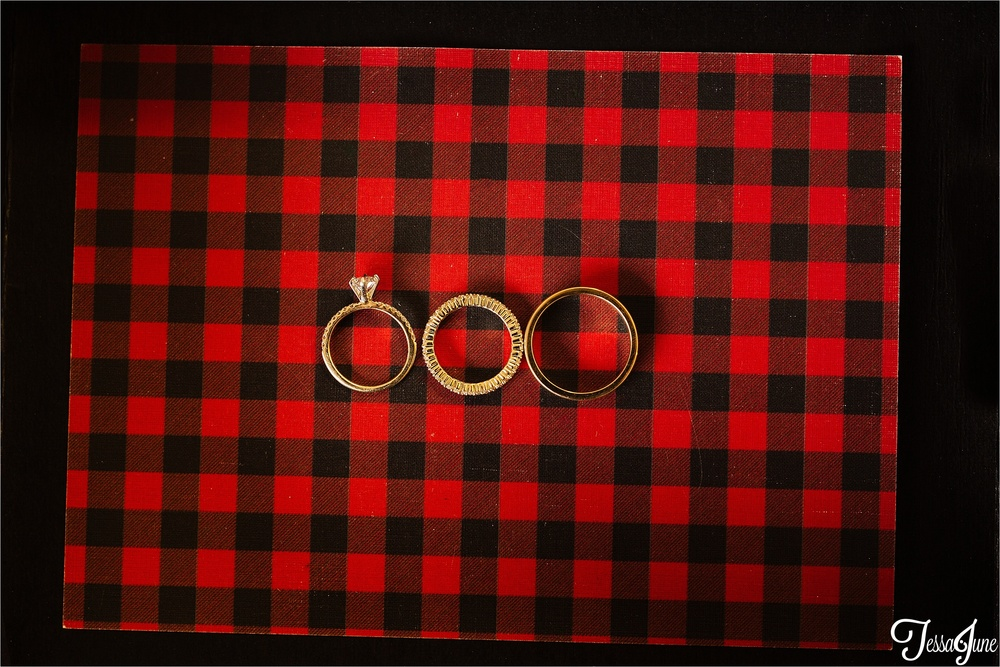 st-cloud-minnesota-wedding-photography-hamburg-winter-buffalo-plaid-rustic-ring