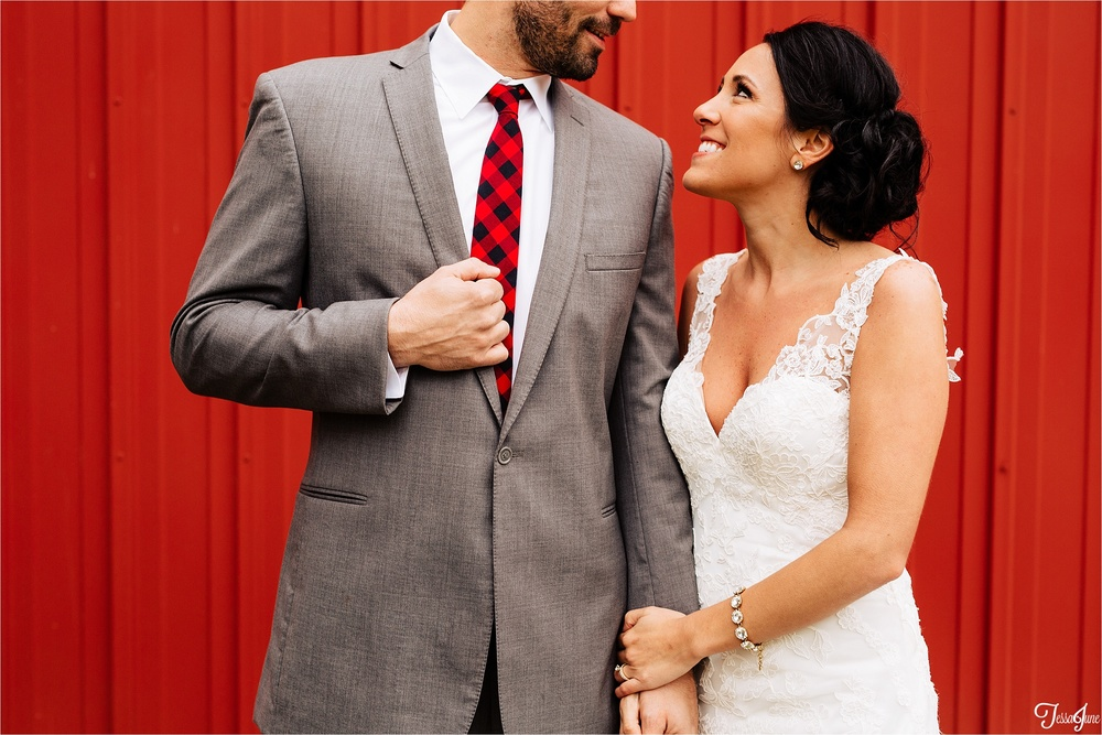 st-cloud-minnesota-wedding-photography-hamburg-winter-buffalo-plaid-rustic-red-barn-bride-groom-farm