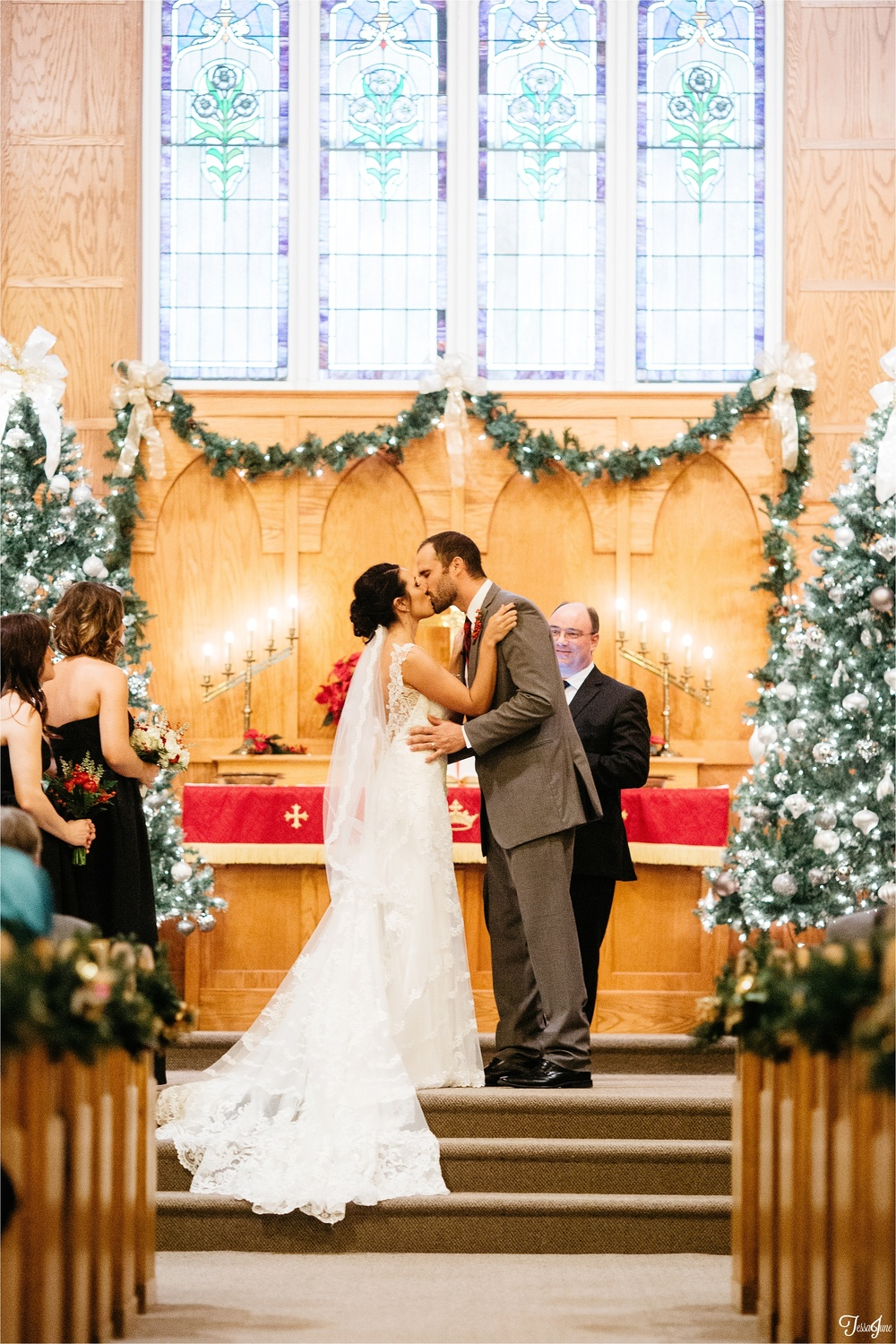 st-cloud-minnesota-wedding-photography-hamburg-winter-buffalo-plaid-rustic