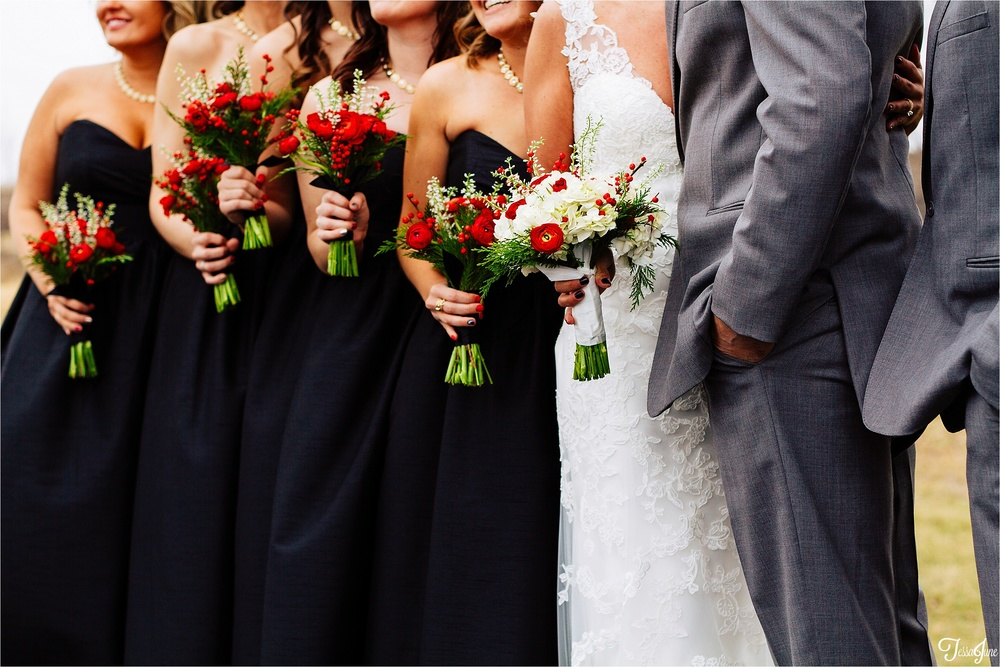 st-cloud-minnesota-wedding-photography-hamburg-winter-buffalo-plaid-rustic-flowers