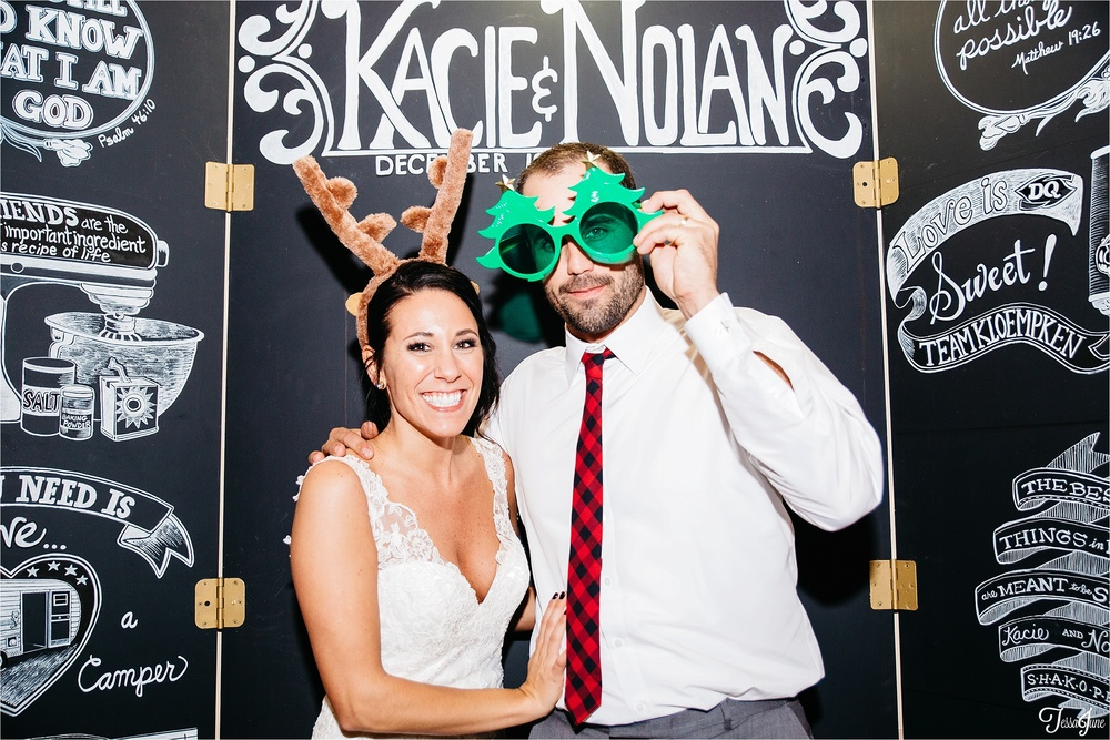 st-cloud-minnesota-wedding-photography-hamburg-winter-buffalo-plaid-rustic-photobooth