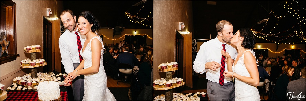 st-cloud-minnesota-wedding-photography-hamburg-winter-buffalo-plaid-rustic-cake