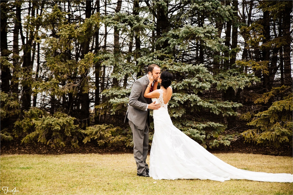 st-cloud-minnesota-wedding-photography-hamburg-winter-buffalo-plaid-rustic-bride-groom