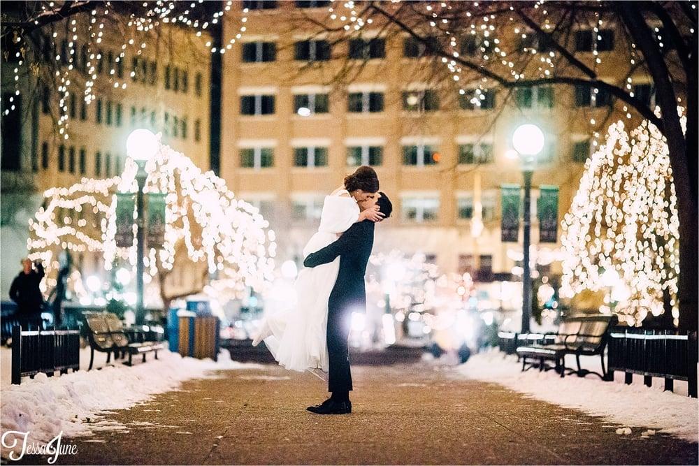 st-cloud-minnesota-wedding-photographer-rice-park-winter-maroon-christmas-lights