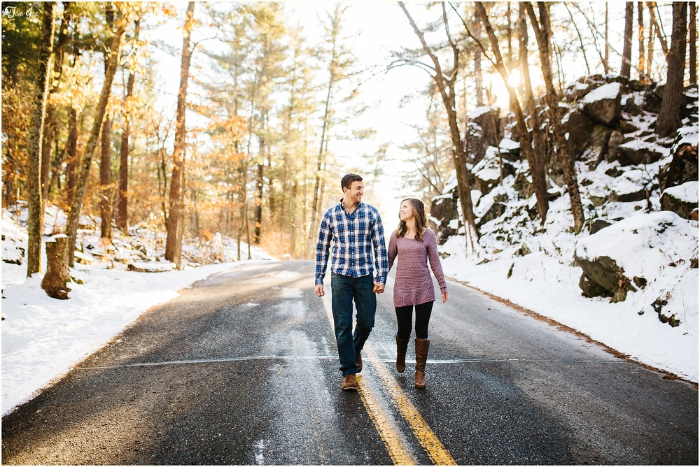 st-cloud-minnesota-wedding-photographer-winter-engagement-interstate-state-park-taylors-falls