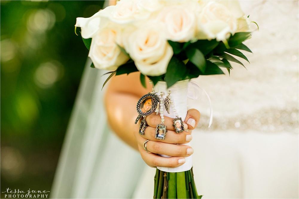 punta-cana-destination-wedding-dreams-palm-beach-resort-bouquet