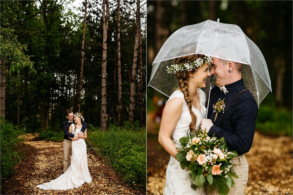 bohemian-forest-wedding-stillwater-minnesota-flower-crown-st-cloud-photographer-rain-umbrella