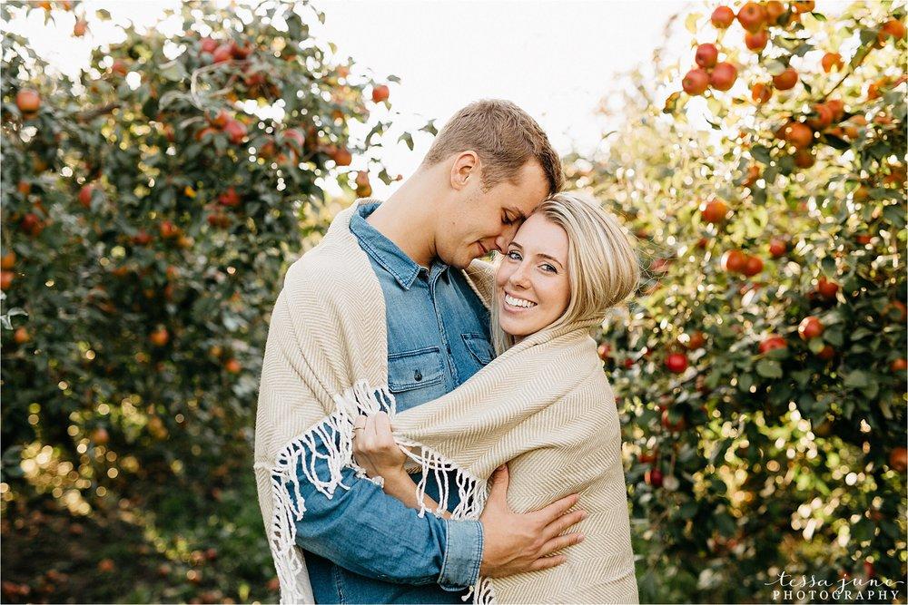 minnesota-harvest-orchard-engagement-st-cloud-wedding-photographer-fall-7.jpg