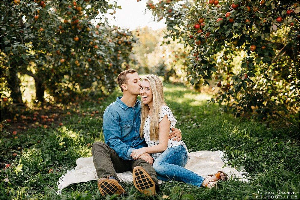 minnesota-harvest-orchard-engagement-st-cloud-wedding-photographer-fall-12.jpg