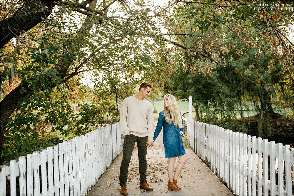 minnesota-harvest-orchard-engagement-st-cloud-wedding-photographer-fall-26.jpg