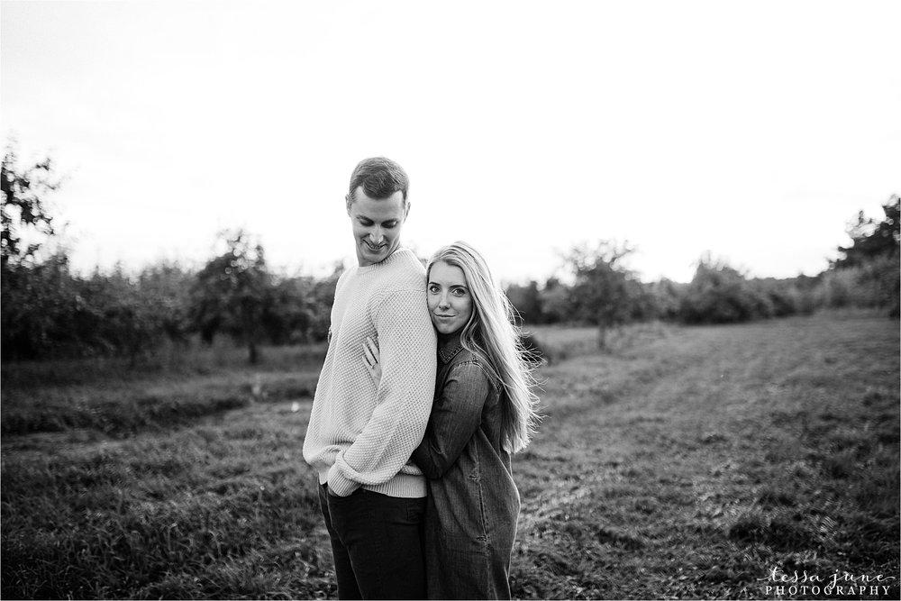 minnesota-harvest-orchard-engagement-st-cloud-wedding-photographer-fall-30.jpg
