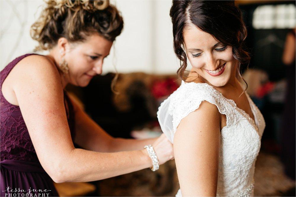 the-grands-at-mulligans-wedding-october-sartell-st-cloud-minnesota-photographer-15.jpg