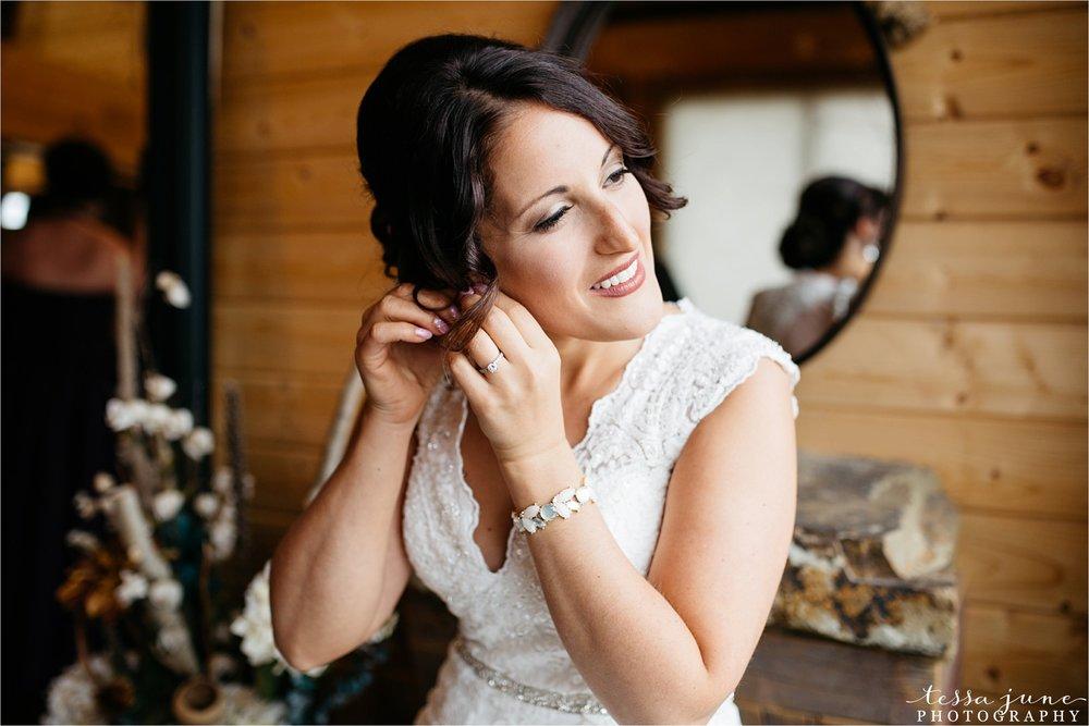 the-grands-at-mulligans-wedding-october-sartell-st-cloud-minnesota-photographer-19.jpg