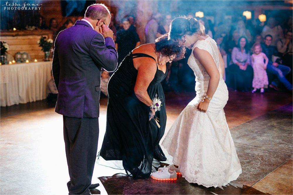 the-grands-at-mulligans-wedding-october-sartell-st-cloud-minnesota-photographer-134.jpg