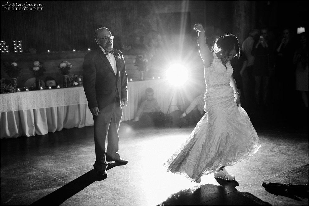 the-grands-at-mulligans-wedding-october-sartell-st-cloud-minnesota-photographer-135.jpg
