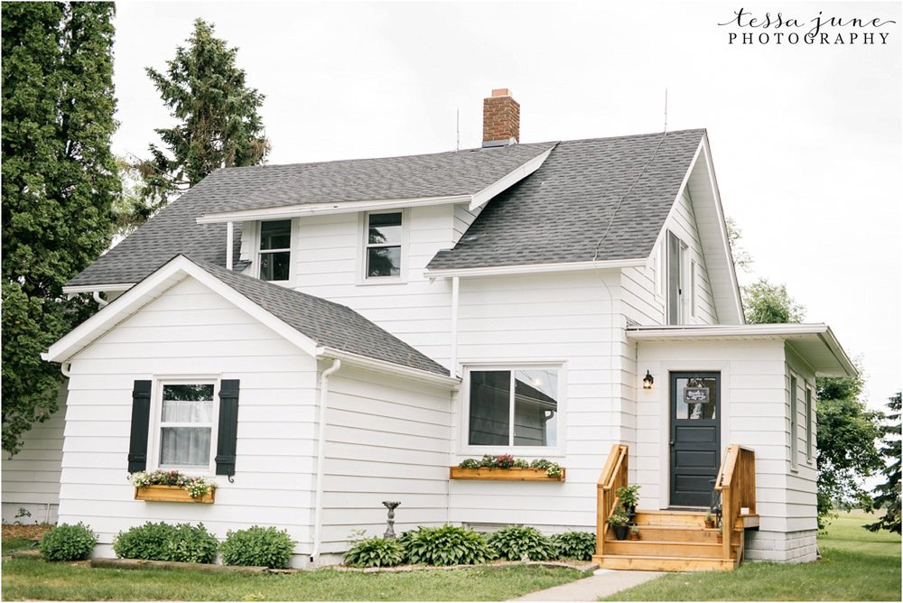 the-cottage-farmhouse-wedding-glencoe-minnesota-barn-0883.jpg