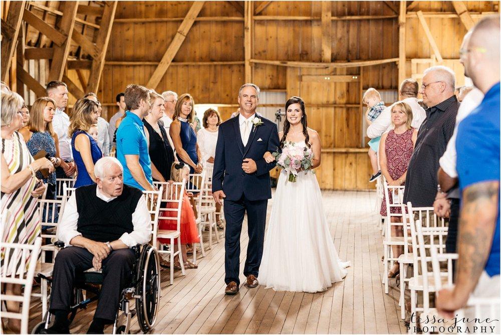 the-cottage-farmhouse-wedding-glencoe-minnesota-barn-2071.jpg